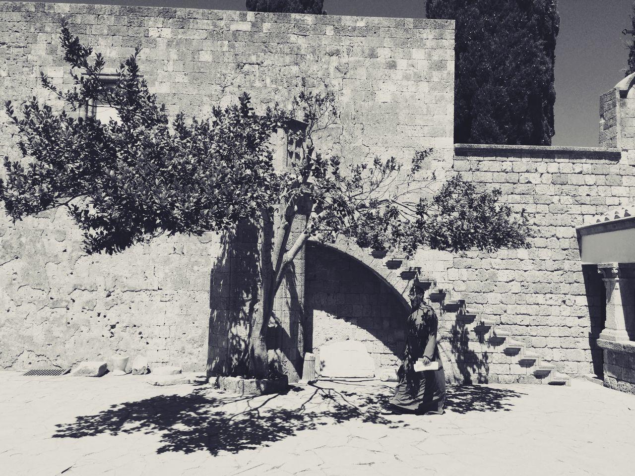 Mönch im Kloster in Ródos... Love this picture. Taking Photos Monochrome Picoftheday Theportraitist
