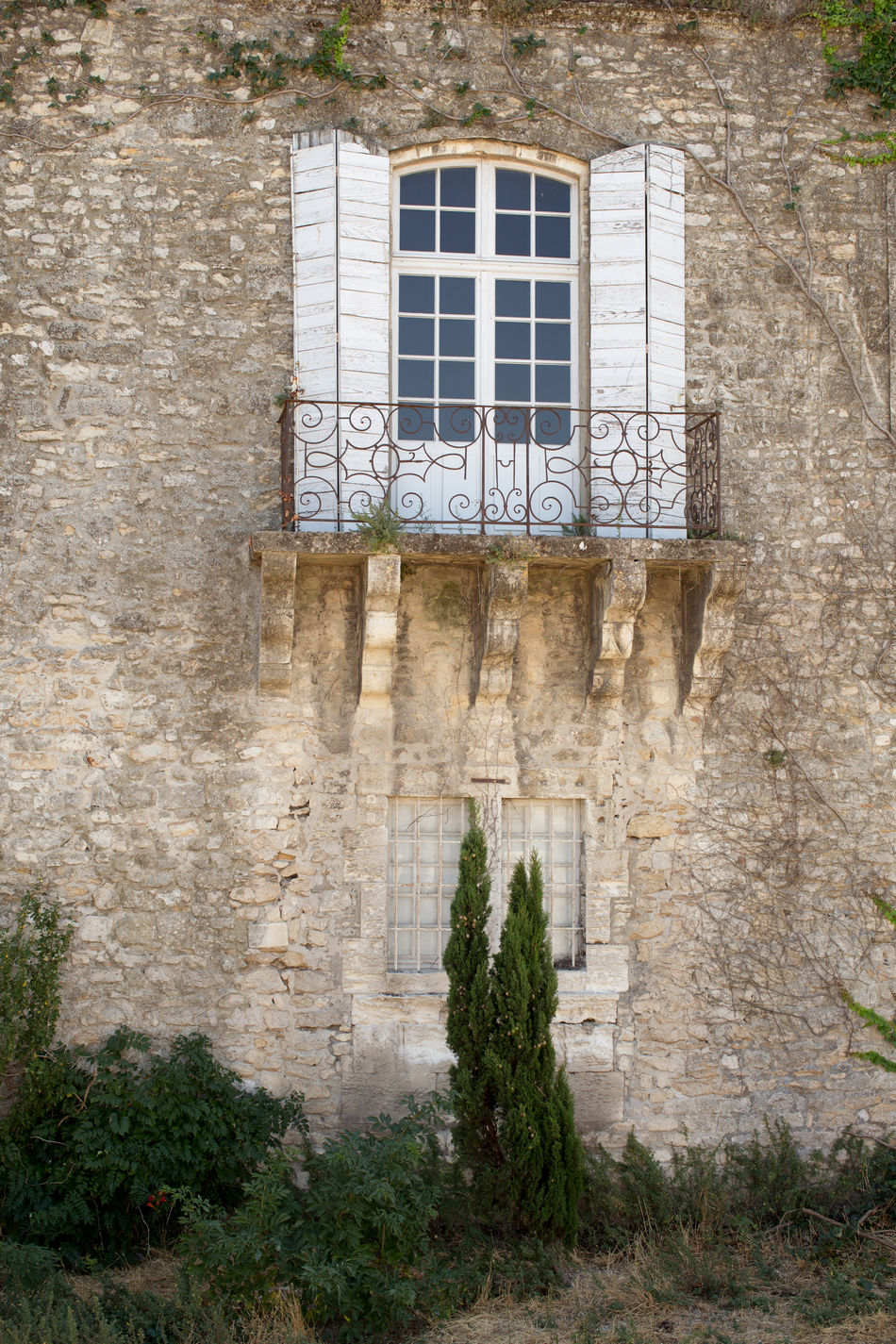 Building exterior at the old town, Arles Architecture Balkony Building Building Exterior Built Structure Creeper Day Exterior Growth Outdoors Plant Shuttershoutout Stone Material The Past Observer Tourism Travel Destinations Window