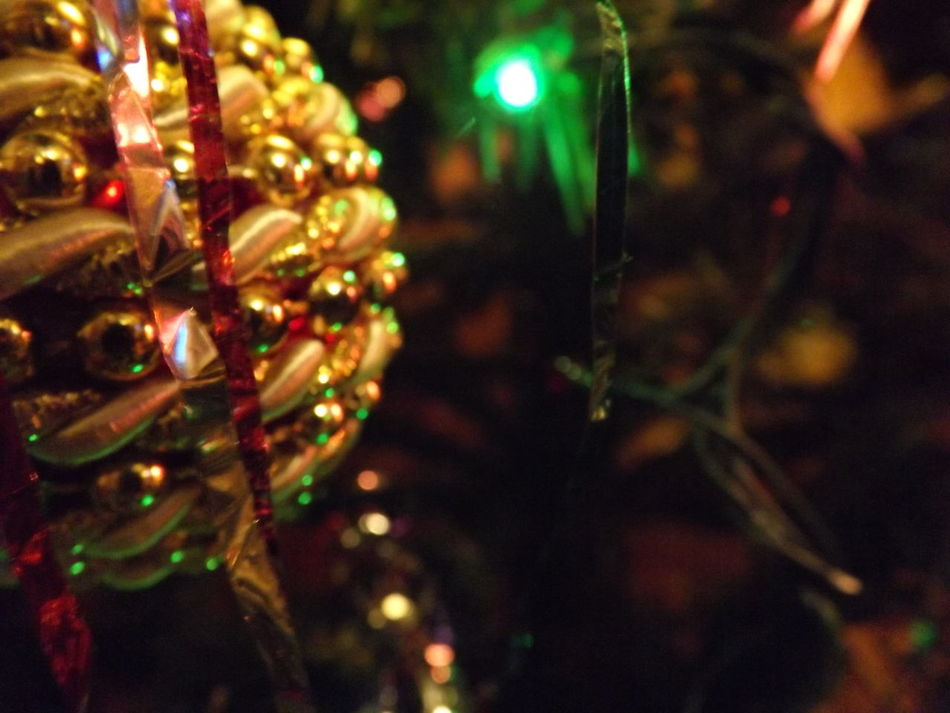 Focus Christmas Christmas Tree Illuminated Christmas Lights Night Tree Decoration Christmas Decoration Green Color Lights Rain Gerland Balls