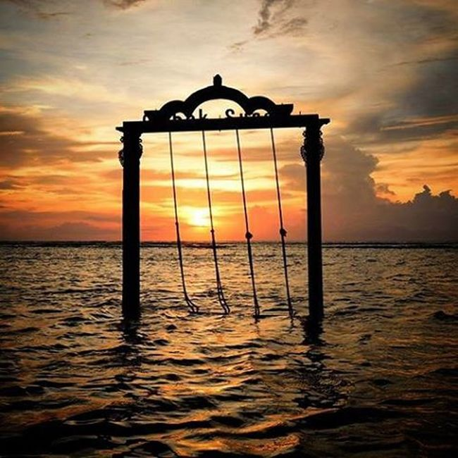 Ombak Sunset swings on Gili T. Sunset INDONESIA Anotherhorizon Swings Gilitrawangan  Beach Ocean Traveleverydamnday Bintang Wanderlust