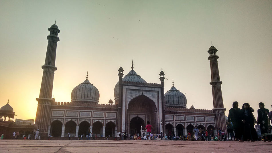 Mosque Architecture Place Of Worship People Sunset Dome Jama Masjid Indian Culture  India_clicks People And Places Worship Travel Photography Delhidiaries Delhi Chandnichowk Mobile Photography