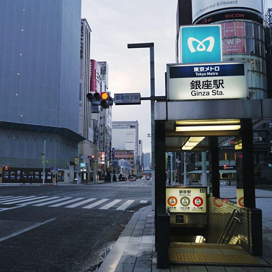 Early Morning Ginza Walk Tokyo Street Photography Waiting For Signal Discover Tokyo,Japan Showcase: November Journeyphotography Good Morning Tokyo!!! / LUMIX G VARIO 14-45/F3.5-5.6 35mm