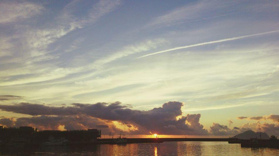 早安,宜蘭!早安,頭城!早安,烏石港!Sky And Clouds Enjoying The Sun Sunraise Hello World