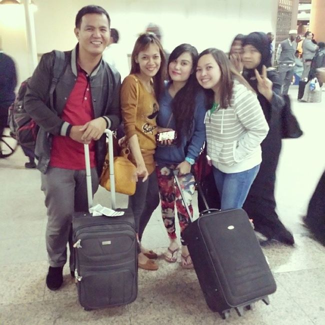 Finally Alhamdullilah!!! Weve meet? Gerlie Rharhat Indaygwen Dnes dubaiairport terminal1 DubaiUAE