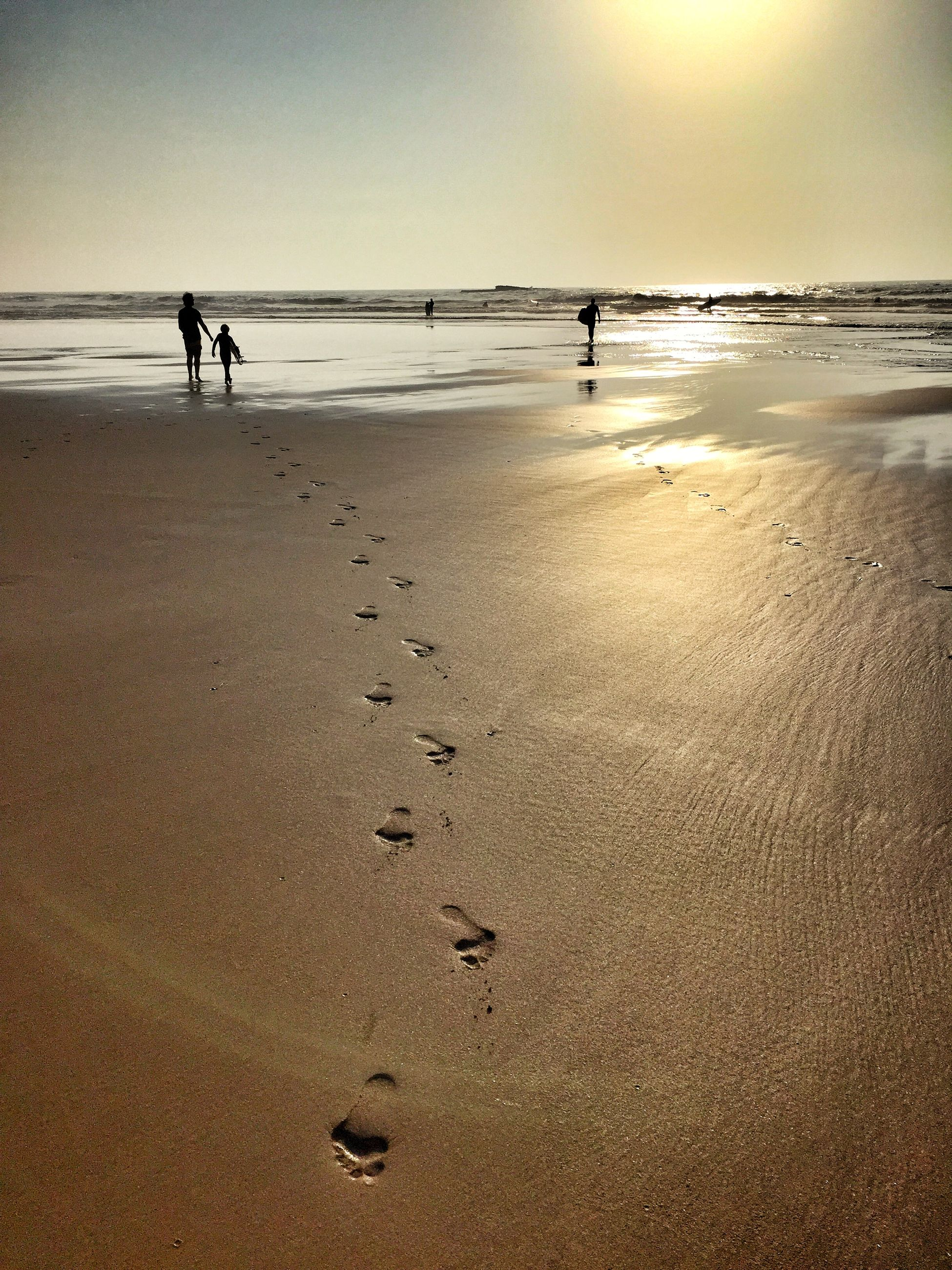 beach, sea, sand, shore, horizon over water, water, tranquil scene, tranquility, scenics, vacations, walking, leisure activity, wave, beauty in nature, silhouette, nature, sunset, lifestyles, sky