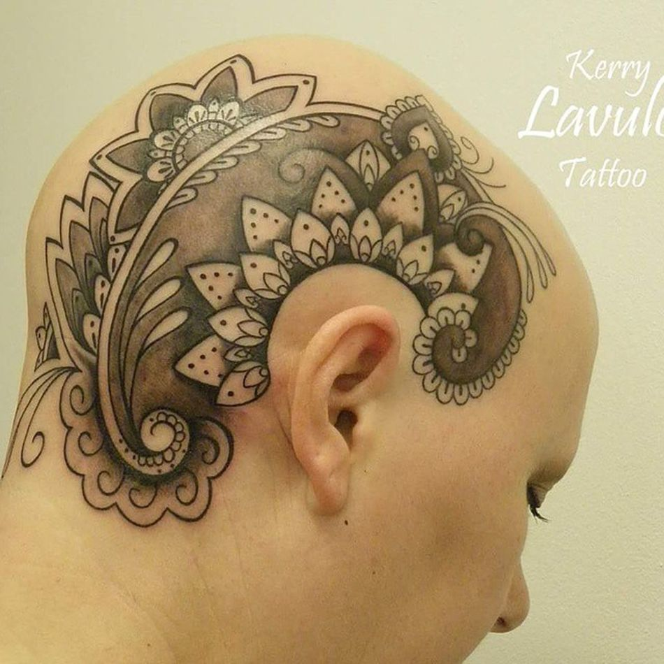 Mendhi /dot work head tattoo Tattoo Whiteflame Kerrylavulotattoist Dotworktattoo Mendhitattoo Mandala Headtattoo Femalewithtattoos Beauty Boom