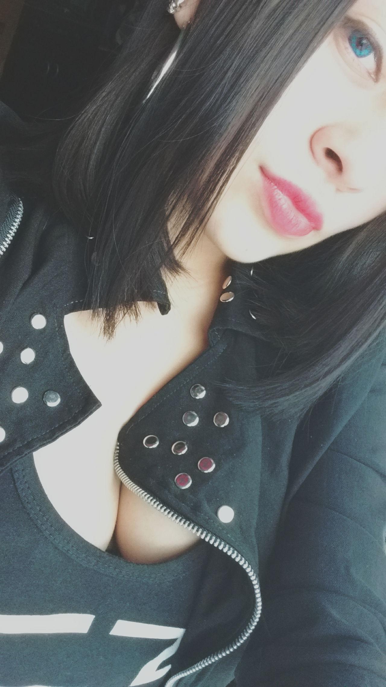 Black Shirt Blackshirt Eyes First Eyeem Photo Beautiful ♥ EyeEm Germany Blackhair Hello World ✌ Rockgirl Popular Photos Short Hair Girl Hello World Blue Eyes Beautiful Girl Fan Rammstein Rammstein Rammstein Girl