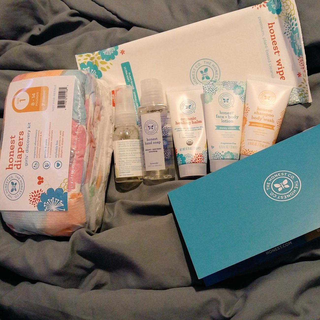 Soo happy my trial kit from The Honest Company arrived today! 😍 natural, organic & clean diapers, wipes, baby products & more thats safe! Jessicaalba is awesome & so is Thehonestcompany! Perfect Popular Photos Check This Out Likes New Hello World Profile Love Taking Photos Allnatural Babyproducts