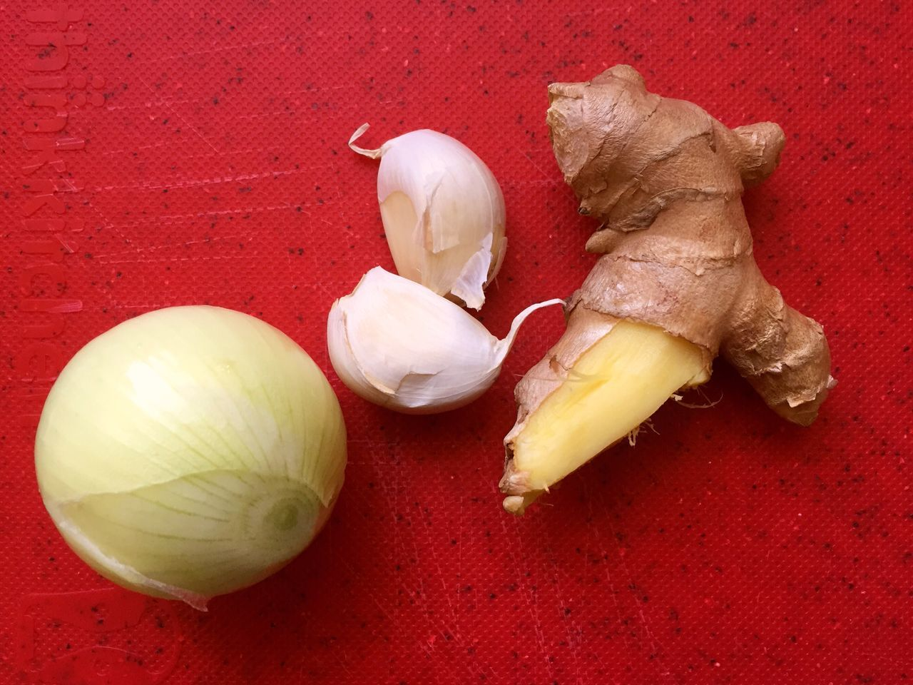 Garlic Food Food And Drink Still Life Garlic Bulb Freshness Healthy Eating Red Indoors  Table Raw Food No People Vegetable Studio Shot Close-up Day Ingredients Asian  Freshly Harvested Autumn Colors Freshness Ready To Cook Onion And Garlic Ginger