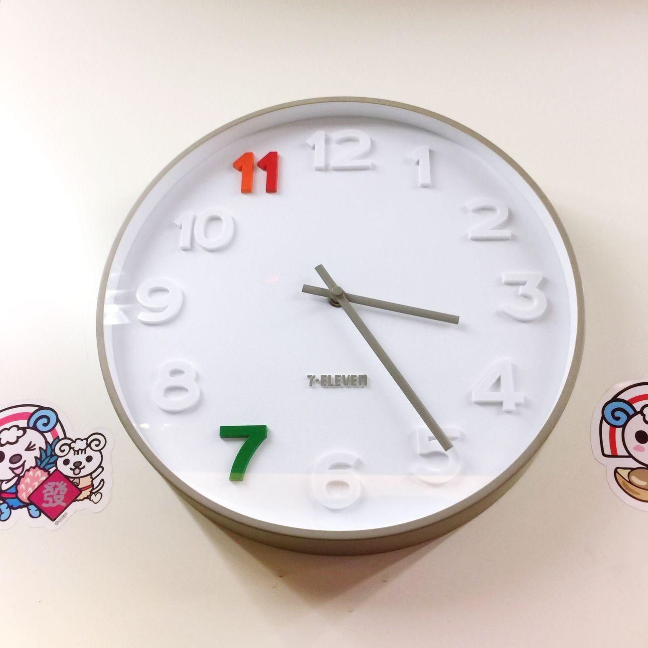 物 Clock Time Clock Face Close-up No People Indoors  Minute Hand White Background Hour Hand Day