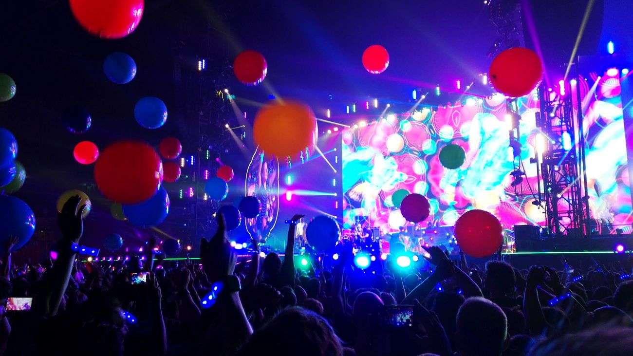 Coldplay Coldplay Concert  Concert Concert Photography Balloons A Head Full Of Dreams