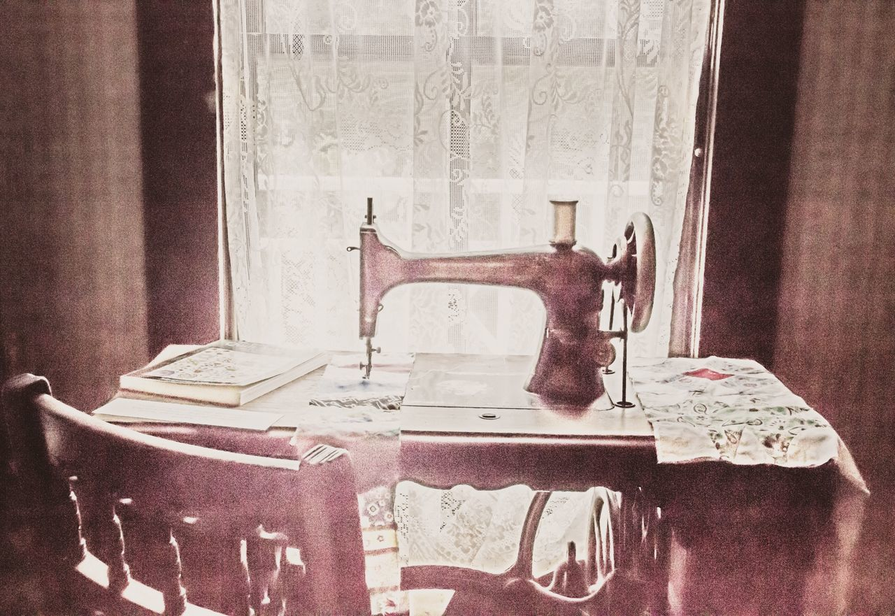 Vintage edit Indoors  Old-fashioned No People Home Interior Day Close-up Ladyphotographerofthemonth Old Fashion Window Frame Cozy At Home Old Fashion Style Chair Table Sewing Machine Crafts Textile Indoors  Curtain Vintage Style Retro Styled Cozy Place Still Life Window Old-fashioned