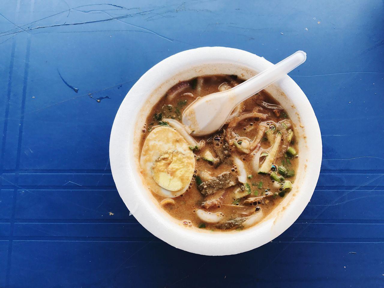 大樹下的午餐時光。 High Angle View Bowl No People Table Food And Drink Soup Ready-to-eat Food Indoors  Healthy Eating Close-up Day Freshness Laksa Malaysian Food Malaysia