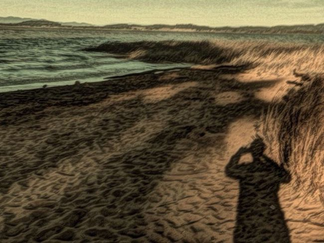"""""""From the quiet reflection will come even more effective action."""" Peter Drucker Beach Painteresque  Creative Light And Shadow Shadow Self Portrait Water Evening Theappwhisperer Nature At Your Doorstep Learn & Shoot: Single Light Source"""