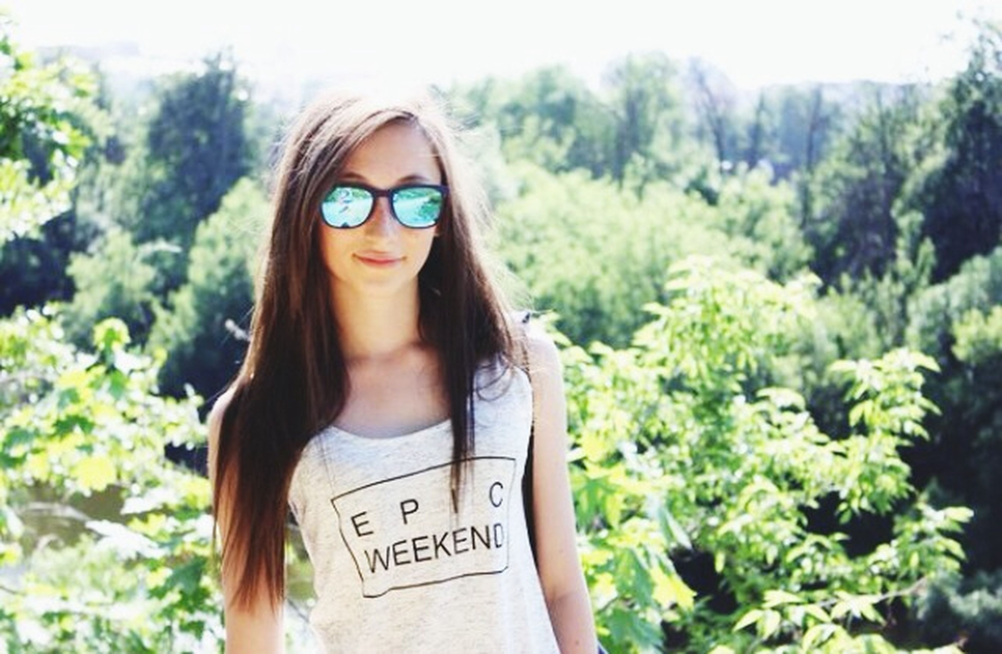 young adult, looking at camera, portrait, person, young women, lifestyles, leisure activity, front view, smiling, casual clothing, tree, long hair, sunglasses, focus on foreground, headshot, waist up, happiness