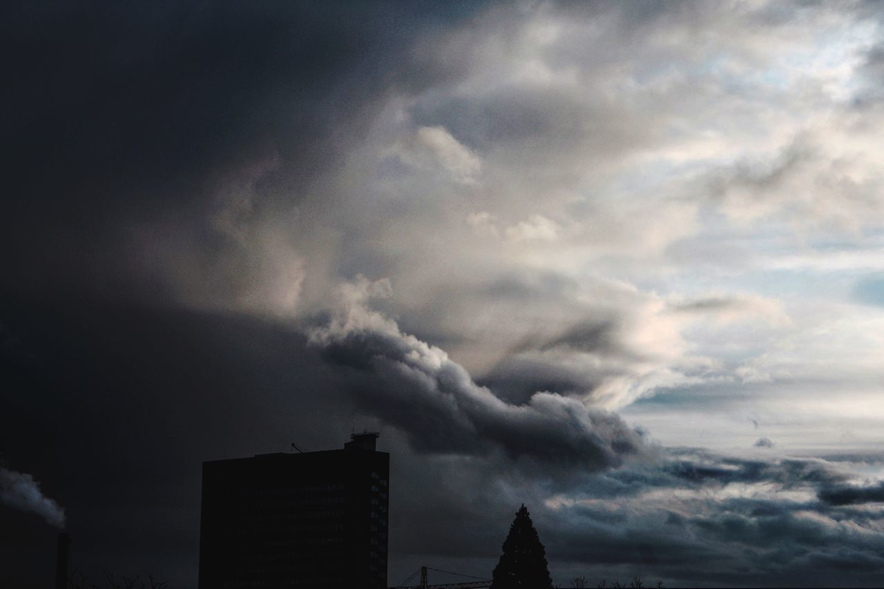 weather, sky, dramatic sky, storm cloud, cloud - sky, storm, built structure, architecture, no people, thunderstorm, building exterior, power in nature, nature, outdoors, day, forked lightning