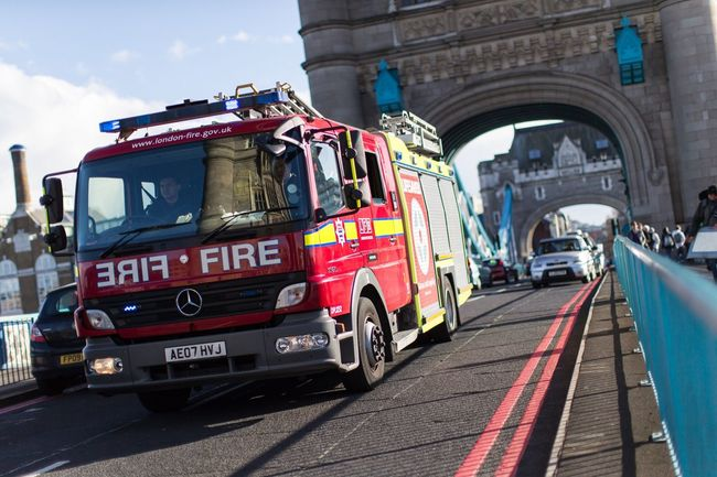 London Tower at Rush Hour | Brexit Mein Automoment Streetphotography Travel Photography Outdoors London London Tower Bridge Fire Brigade Feuerwehr EyeEm Best Shots Original Experiences Wanderlust The Street Photographer - 2016 EyeEm Awards Street Life Car Cars Check This Out Showcase June