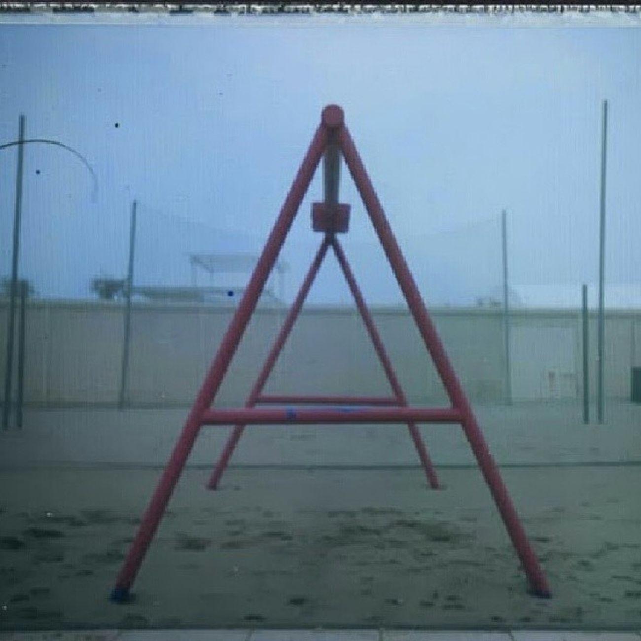 Geometricamente Scattando... Polaroid EE66+ Fp100 Slowphoto Polaroidmurah Polaroidpics Polaroidartitaly polaroidvintage polaroid misano spiaggia nebbia inverno