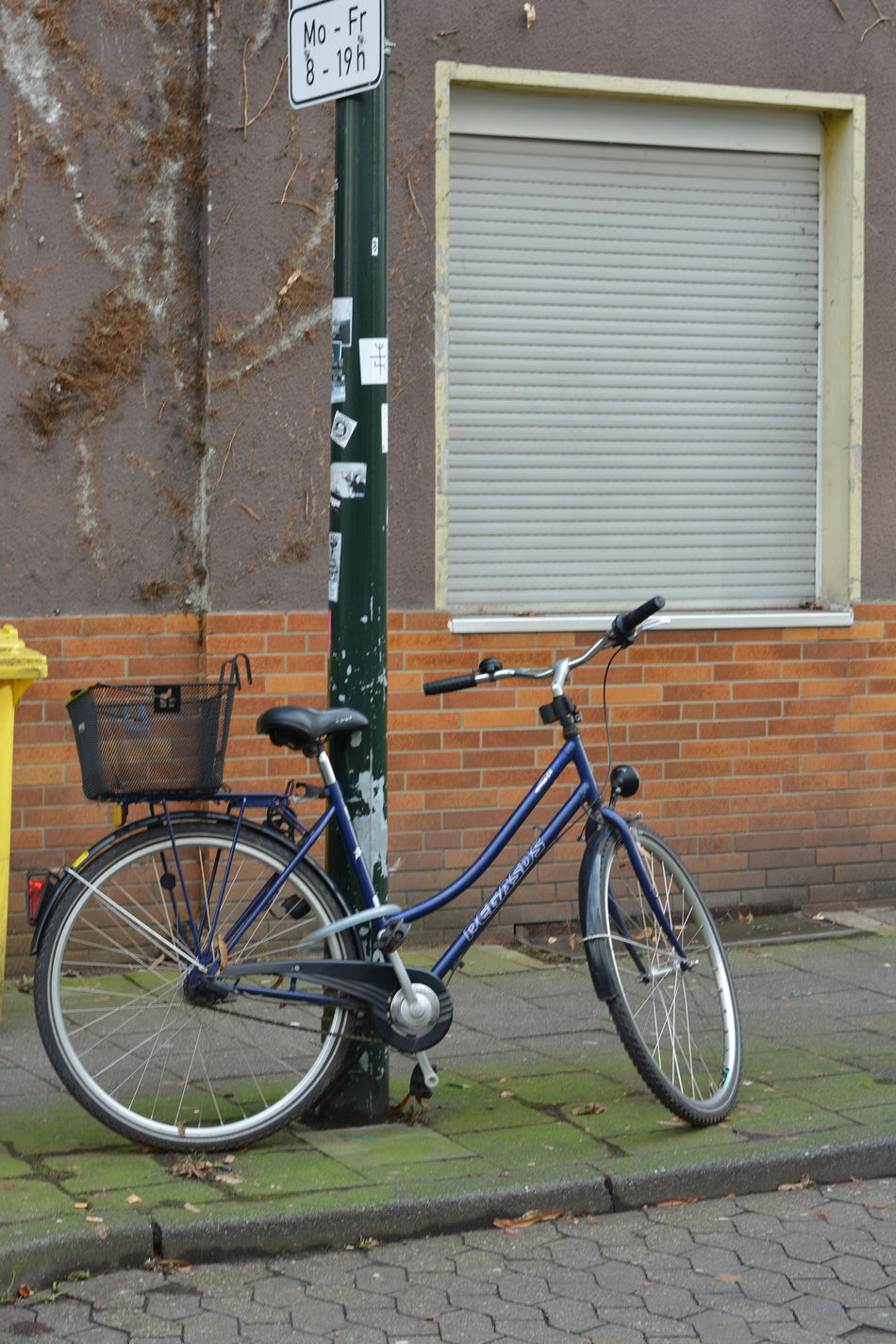 Architecture Bicycle Building Exterior Cycling Day Land Vehicle Mode Of Transport No People Outdoors Parking Stationary Tire Transportation Bicycle Basket Cycle Bike Urban Life Lamp Post Stilleben Window Shutter Emptiness Blue Bike Bike With Basket Abandoned