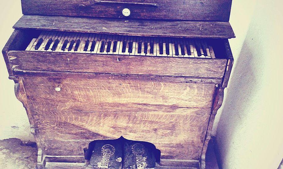 Vintage Eyeem Tunisia EyeEm Eye4photography  Kef Old Piano Walking Around EyeEm Best Shots Hello World Art