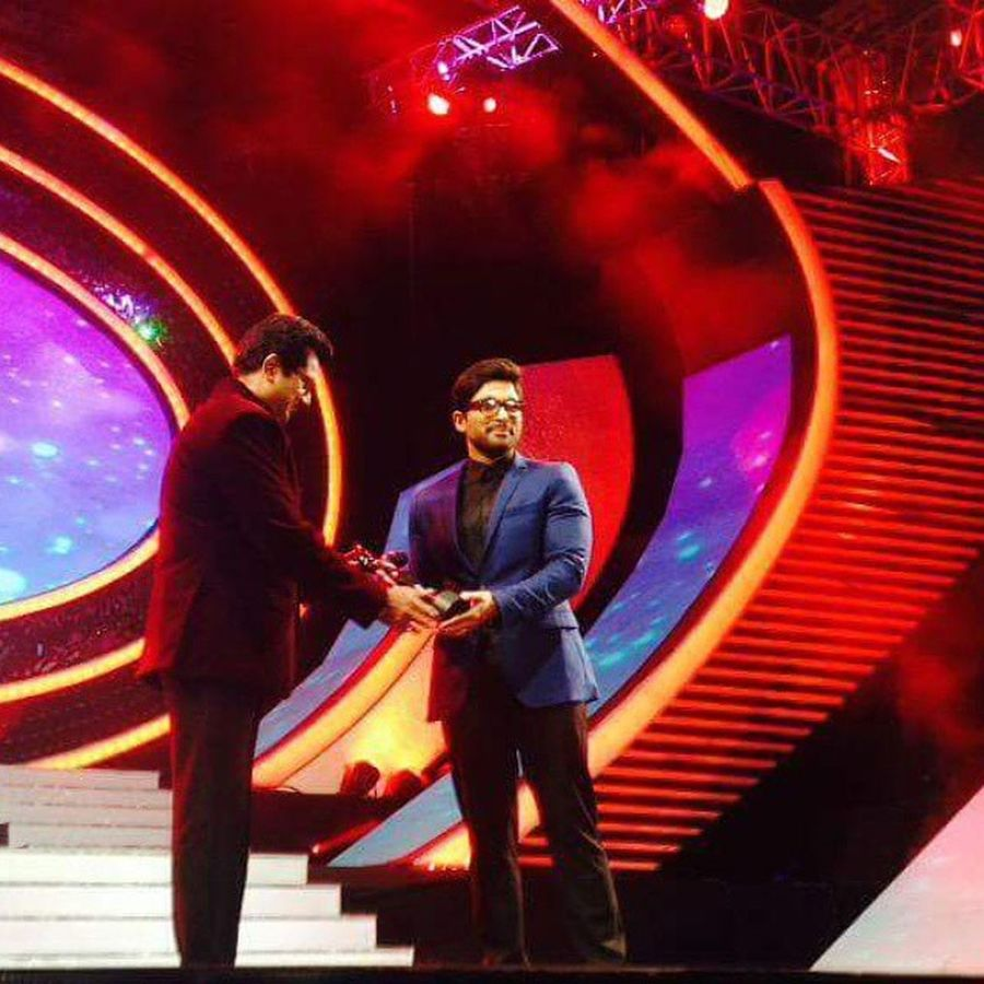 Allu Arjun : It's not just an award.. It's the love of all my fans! 😍 My third Filmfare award! 😀 - 62nd Filmfare awards south. Brittania BrittaniaFilmfareAwards Filmfare Awards AlluArjun Best  Actor