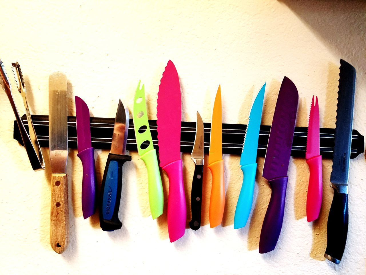 EyeEm Selects knives magnetic knife holder Multi Colored Variation Choice Large Group Of Objects Large Group Of Knives No People Close-up Flourescent Blades statement