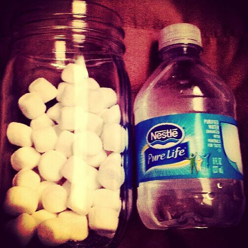My mid-day snack while watching makeup tutorials on YouTube ♥ Marshmellowfilledmasonjar Nestlepurelife Snackysnack