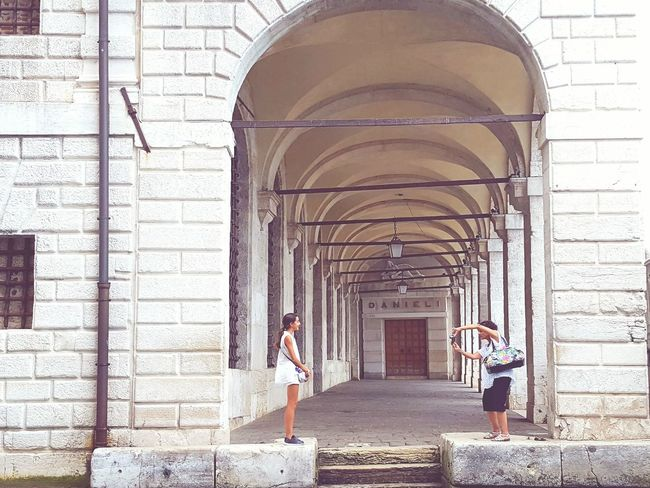 Capturing The Moment Doge's Palace Dogenpalast Tourists The Tourist Hotel Danieli Venice Captures Capture The Moment Architecture_collection Telling Stories Differently Place Of Interest Vintage Style Learn & Shoot: Simplicity Enjoying The Sights Historical Place Historic Monuments People People Together Venice, Italy Tourism Sightseeing People And Places