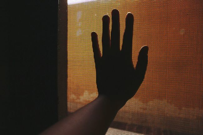 Randomshot Mypointofview My Hand  Yellow Wall Five Fingers April 2016 Captivity