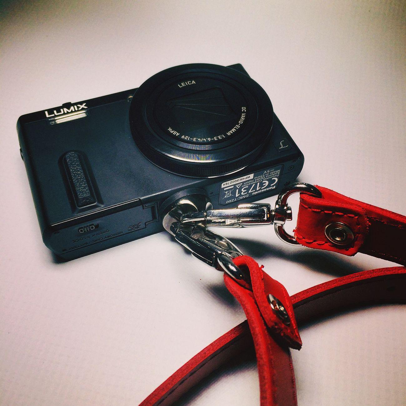 Busca tu propio estilo #retro #vintage #panasonic #lumix #tz60 Elige la manera de llevar tu #camera #longstrap #correa #review #nosvemosenlastiendas . Elige la opción que más se ajusta a tus necesidades #leather ? #nanodelarosa #whynot Camera Longstrap Shopping