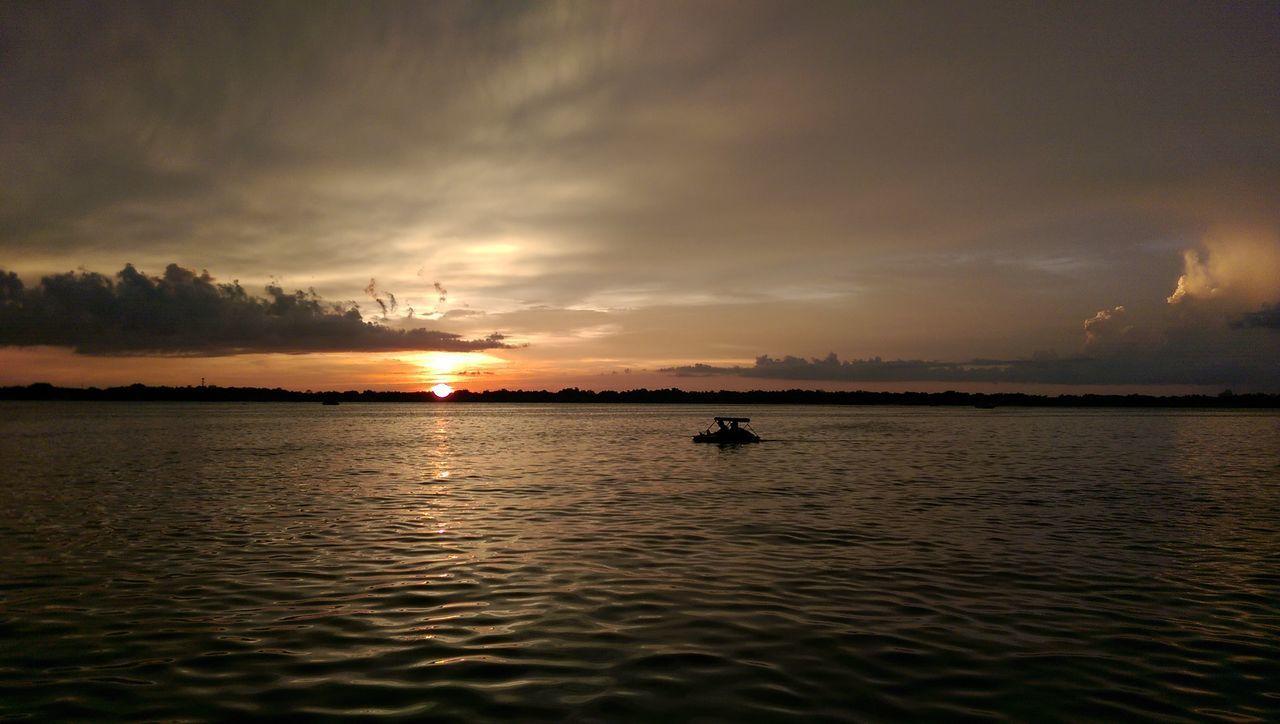 Sunset on Lake Conway Sunset #sun #clouds #skylovers #sky #nature #beautifulinnature #naturalbeauty Photography Landscape [
