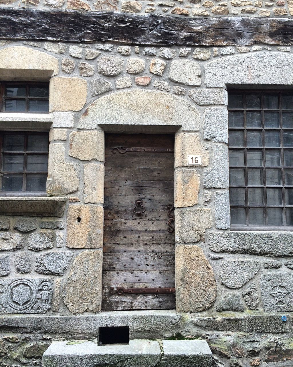 architecture, built structure, building exterior, stone material, window, no people, day, outdoors, history, close-up