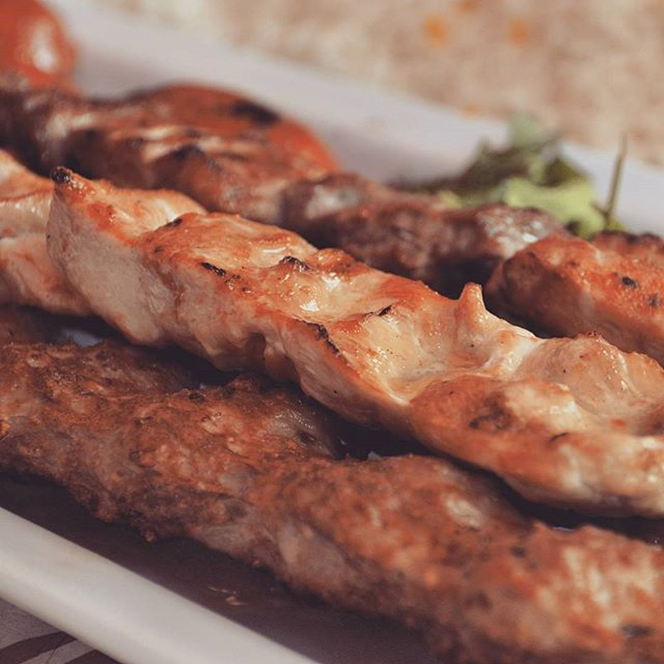 بفرمایید ! جوجه‌کباب Chicken Kebab ChickenKebab Food Foodporn Yum Instafood Yummy Instagood Photooftheday Dinner Lunch Tasty Delish Delicious Eating Foodpic Foodpics Eat Hungry Foodgasm Hot Foods PersianFood Joojehkebab