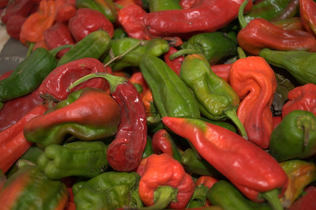 Backgrounds Close-up Food Food And Drink Freshness Full Frame Green Color Green Peppers Healthy Eating Market No People Paprika Paprika, Red, Green, Vegetable, Chilli, Red Red Bell Pepper Red Chili Pepper Spice Vegetable