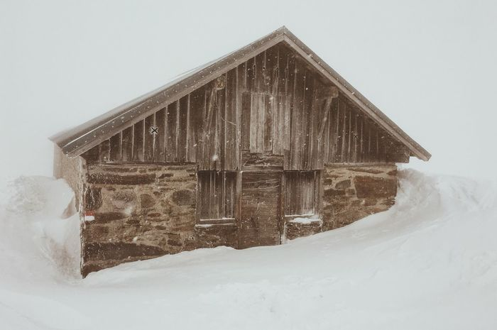 What a foggy day Alps Southtyrol  VSCO Vscocam Vscogood Mountain Snow Snowfall Mountainlove Cabin Cabin In The Mountains WeLoveNature  Exploretocreate Modernoutdoors