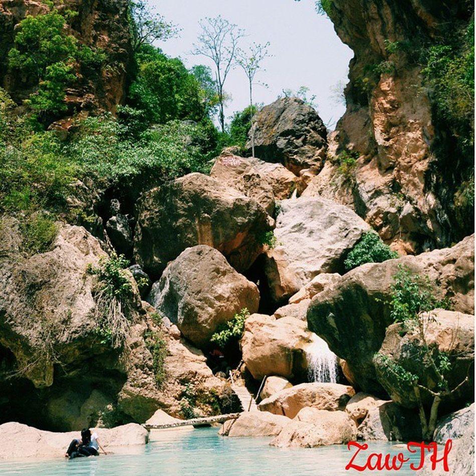 ေအးရာေအးေၾကာင္း ေရစီးေၾကာင္း ျပာလဲ့ၾကည္လင္ ထိုကန္တြင္....... (ေရတံခြန္သာ ၾကည့္ပါရန္) That chill current In the crystal clear blue lagoon....... (Just look at the waterfall ) Mandalay Myanmar Burma Goldenland Ig_great_pics Ig_global_bw Igersasia Igersasean Aseantravel Aseancommunity Aseanchannel Igersmandalay Igersmyanmar Nothingisordinary_ Nothingisordinary Vscomyanmar Exploremyanmar Myanmarphotos Zawth Igersoftheday Ig_captures BSN Bsn_family