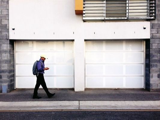 streetphotography in Adelaide by Lesley Bourne