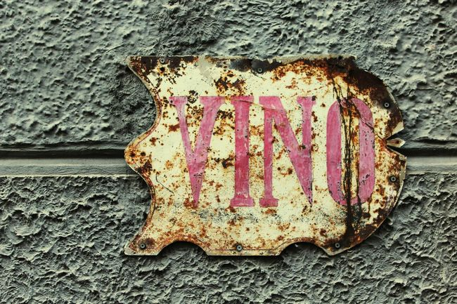 Street Signs Vino Details Old And Forgotten Old And Rusty