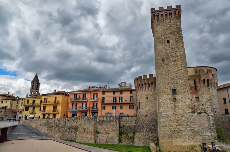 """HDR of """"The Rock"""", Umbertide citycenter, Italy. HDR Umbertide The Rock Italy Cloudy Old Buildings Traveling Malephotographerofthemonth EyeEmBestPics Relaxing"""