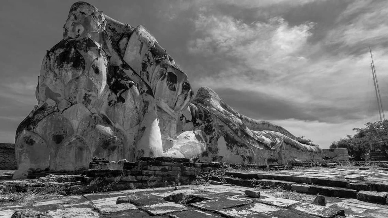 Landscape Dramatic Sky Temple Thailand Buddha Travel Destinations Buddhism Culture Budismo Asian  Bhudha Monge Photography Blackandwhite Trip Nirvana