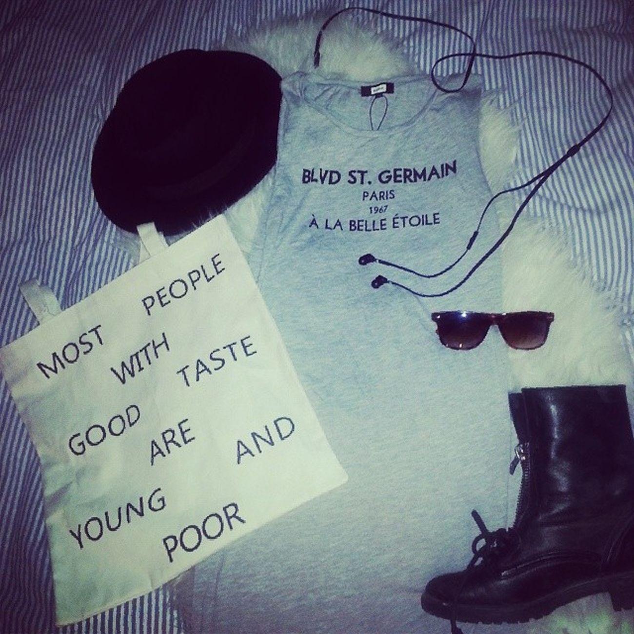 Peppar denna snöfredag med att drömma om att gå ner för Malmös gator iklädd i klänning, hatt, boots, solbrillor och en tygkasse med bästa texten. Kanye West är det självklara valet i hörlurarna. Bikbok Kanyewest Latespring