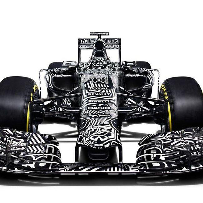 @redbullracing libera a la bestia, el Rb11 para esta temporada 2015 en F1.