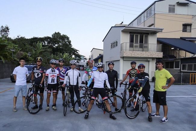 #morning #fuji #bike #目標#公路天堂#武嶺#relaxing #do#it#life#day#秋分 Bike Check This Out Have Fun Walking Around Bicycle Road Bikes We are