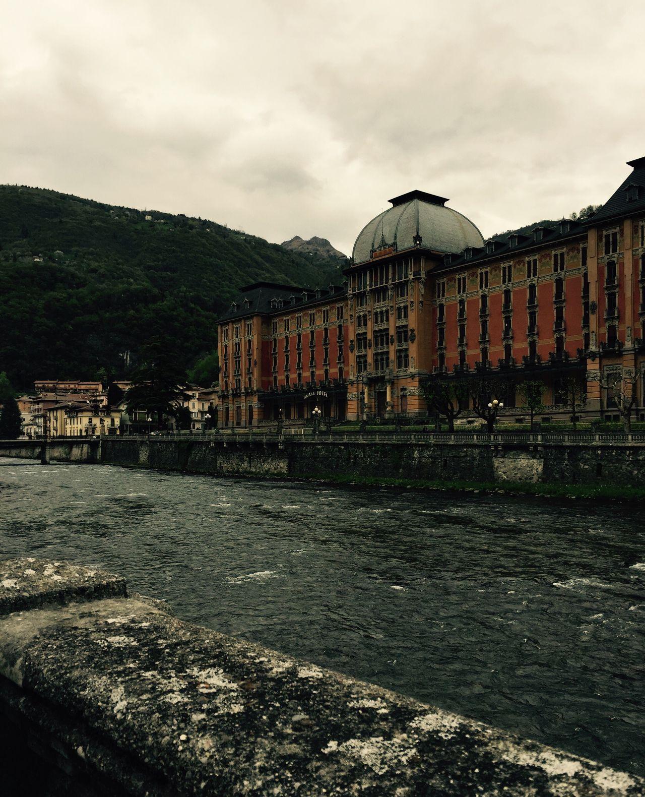 Sanpellegrino  Fiume River Grandhotel Rain Grey