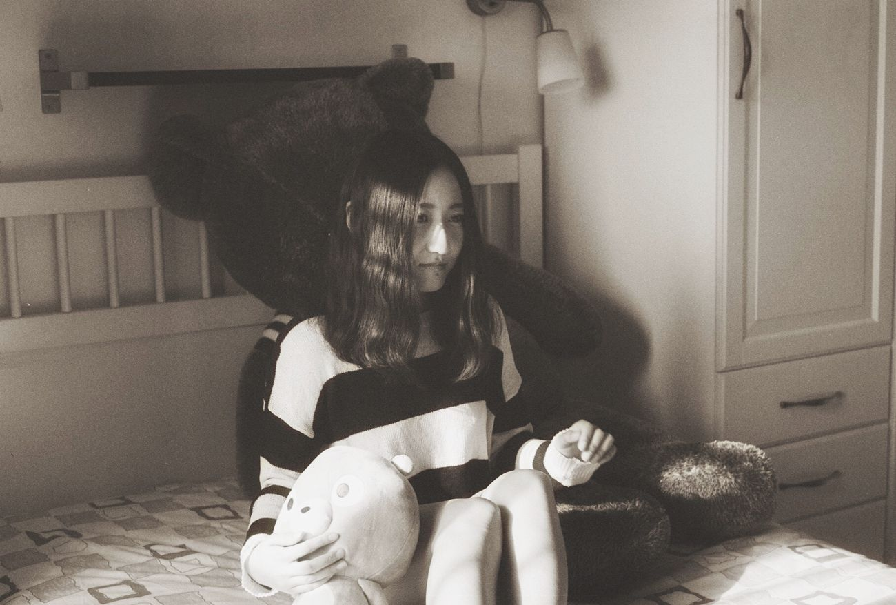 Black-white film. Indoors.