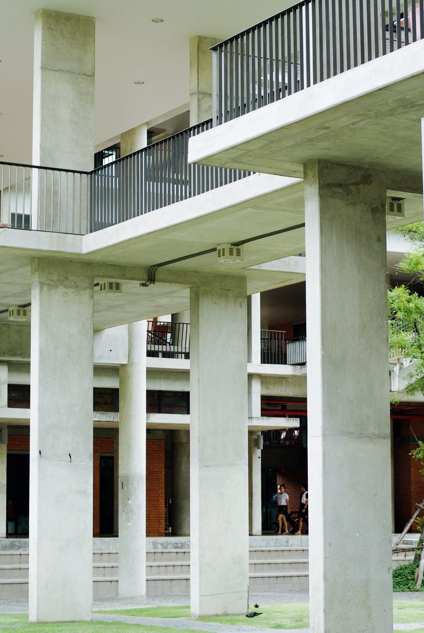 architecture, built structure, architectural column, building exterior, day, outdoors, no people, grass
