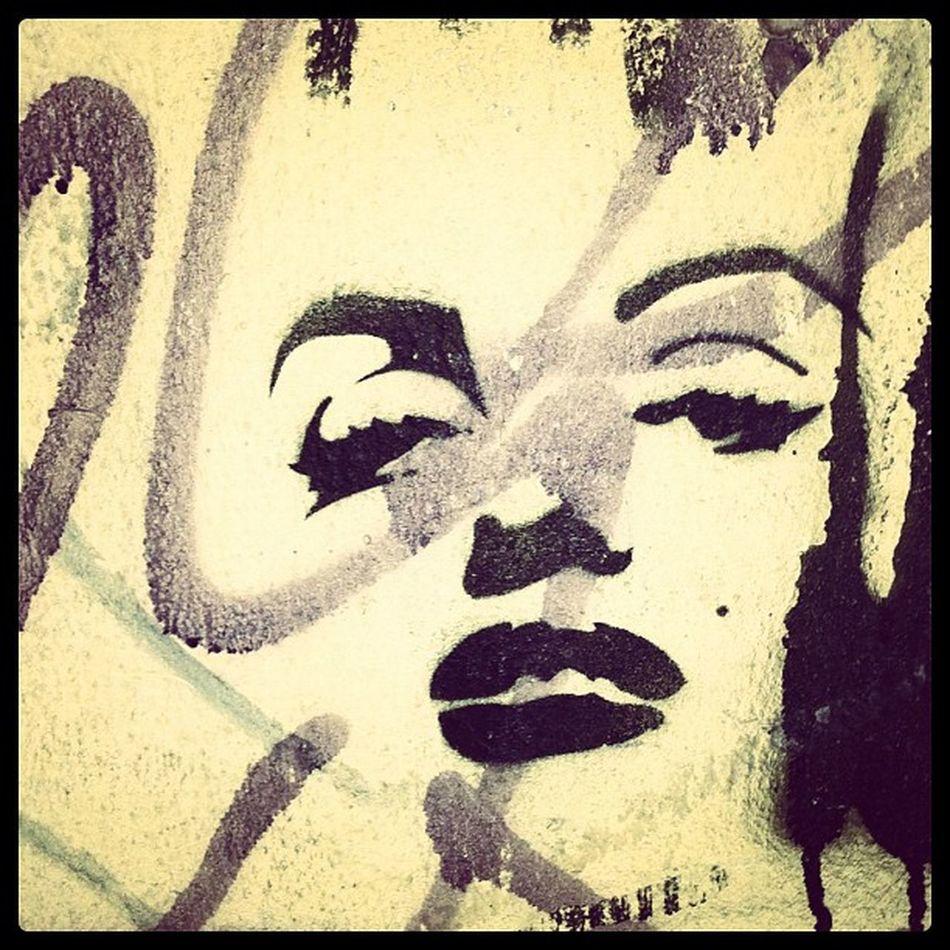 #berlinphotos #berlin #germany #wall #streetart #stencil #celebrity #monroe #marilyn #marilynmonroe #black Marilyn Stencil Monroe Marilynmonroe Igersberlin 15likes Berlinphotos Berlin Graffiti Streetart Art Germany Wall Black Celebrity