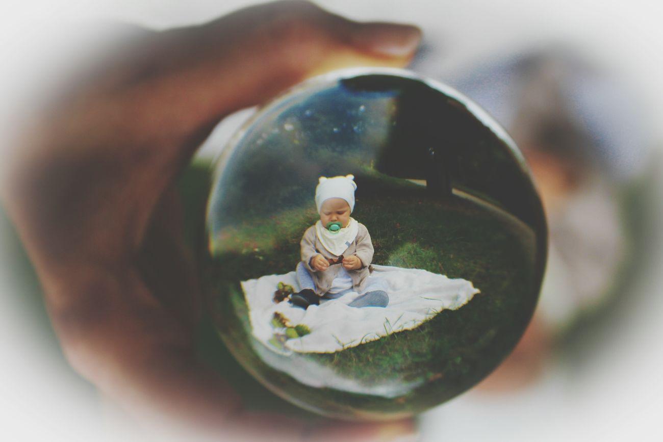 Glaskugelfotografie Kinderfotografie Herbst In Seinen Schönsten Farben Herbstfarben People Kinder Kinder Natur
