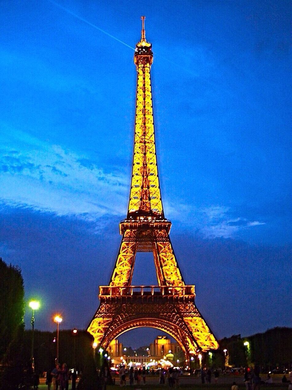 The tour Eiffel by night