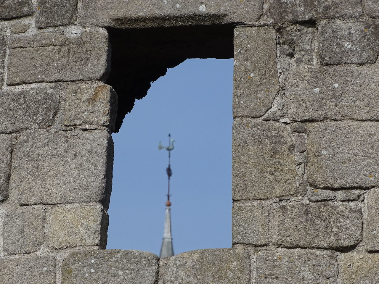 Fenêtre sur Clocher, Coq, Church